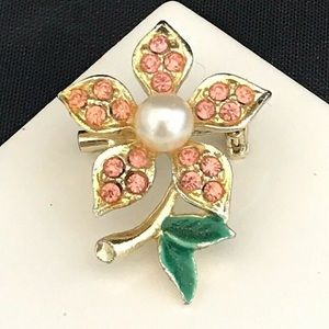 Vintage Pin Gold Tone Flower Crystals Pearl 2B